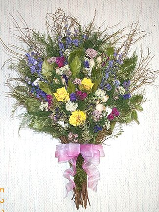 Salal & Rose Wall Bouquet